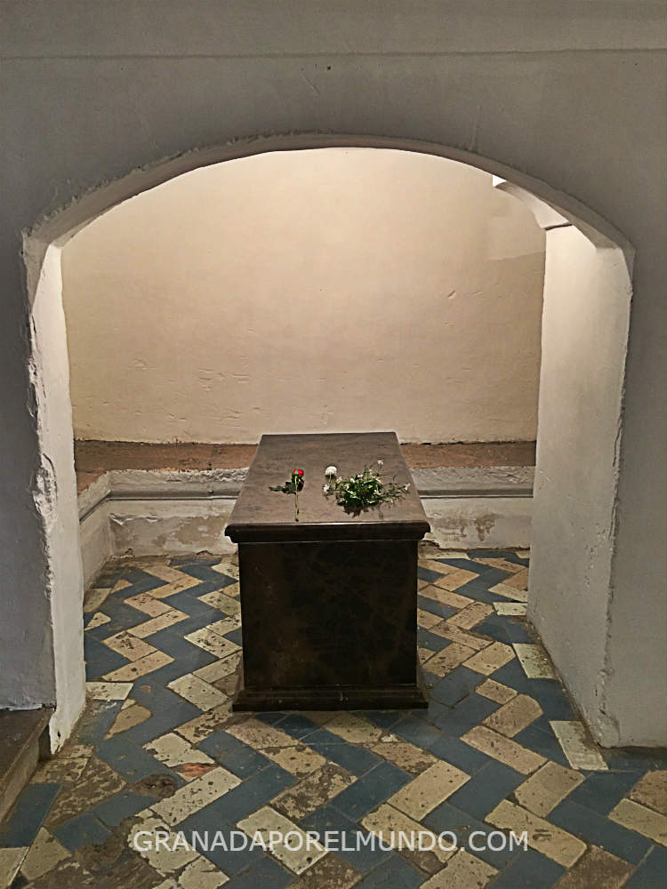 Restos de Mariana Pineda en la Cripta de la Catedral de Granada.
