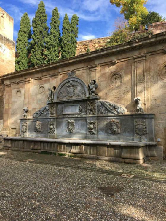 Pilar de Carlos V Alhambra Granada