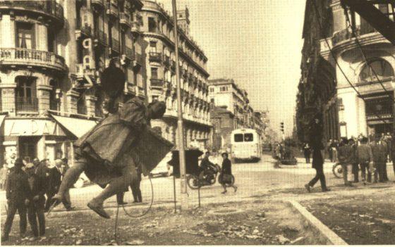 Traslado de Colon (1961). Aquí soportado por la grúa.