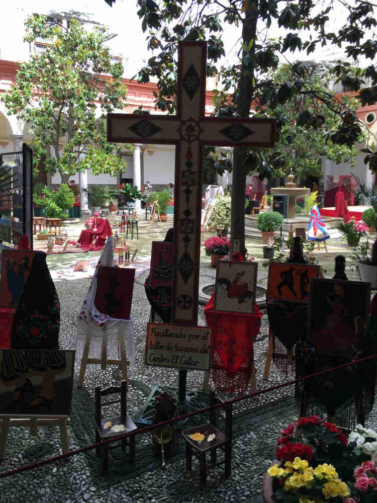 Interior del Ayuntamiento. Día de La Cruz.