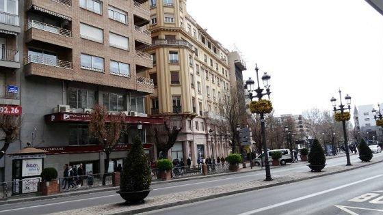 Teatro Isabel la Católica en la actualidad. Acera del Casino.