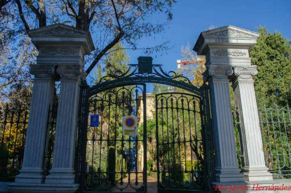 Actual portada principal al jardin botánico granada