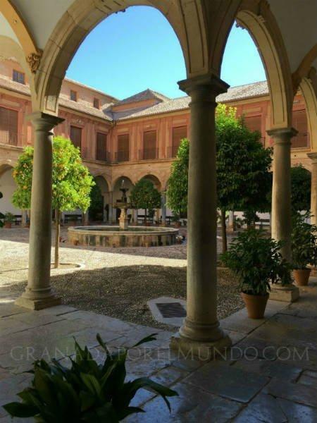 El patio interior de la Abadía