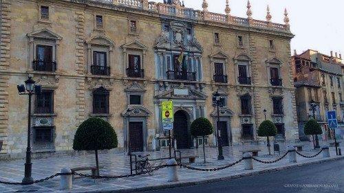 Edificio de la Real Chancillería, en Plaza Nueva. Aquí comienza el paseo.