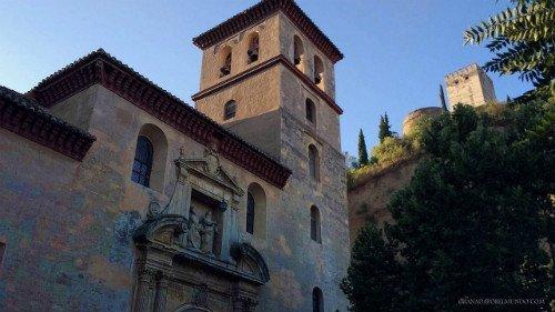 Iglesia de San Pedro y San Pablo, junto al tajo.