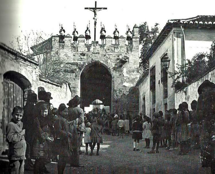 Ritos de una Granada antigua. Puerta de Fajalauza, Albaicín.
