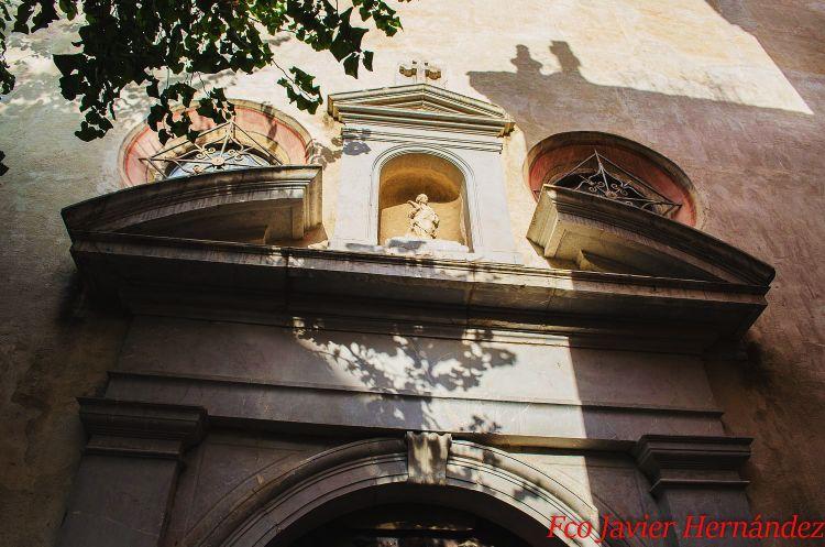 Calle San Juan de los Reyes Granada. Fachada de la iglesia