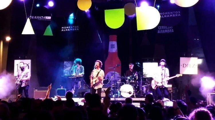 Niños Mutantes en concierto en el Paseo del Salón.