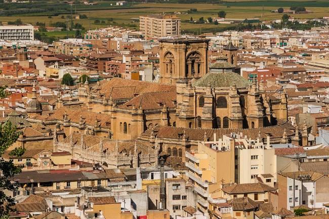 Dónde alojarse en Granada. Centro de Granada con la Catedral