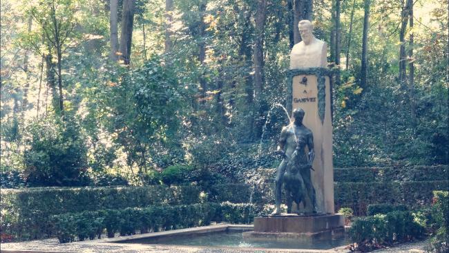 Monumento a Ángel Ganivet en el Bosque de la Alhambra