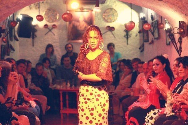 zambra y flamenco en cueva los tarantos granada