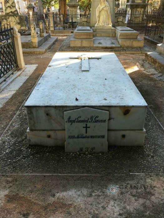 Tumba de Angel Ganivet en el cementerio granadino