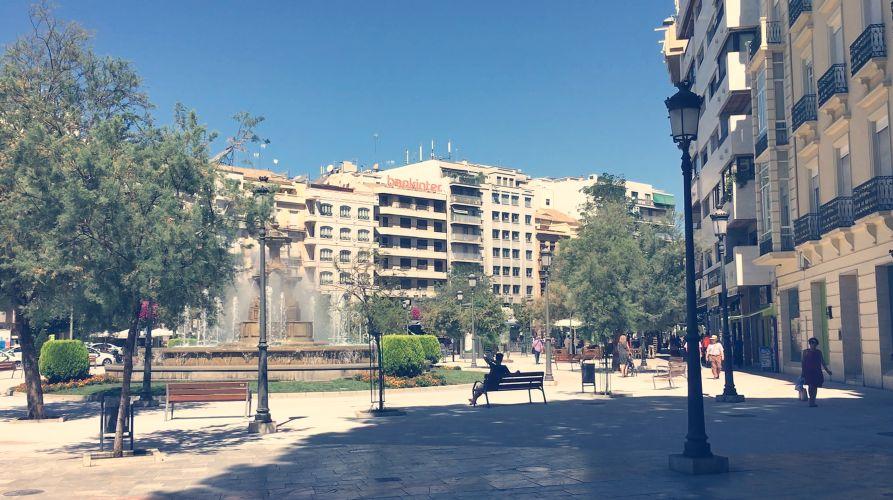Plaza del Campillo, frente a la Fuente de las Batallas.