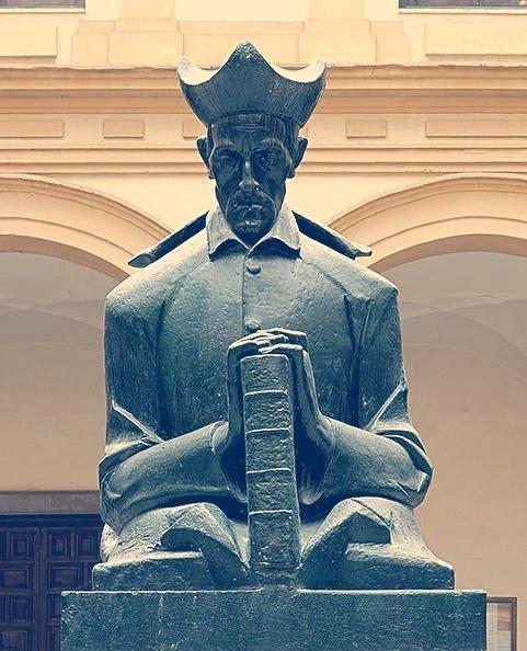 Busto del Padre Suárez en el Patio Central de la Facultad de Derecho