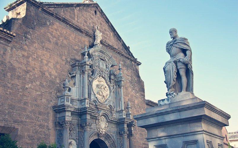 Estatua de Carlos V en la Plaza de la Universidad de Granada