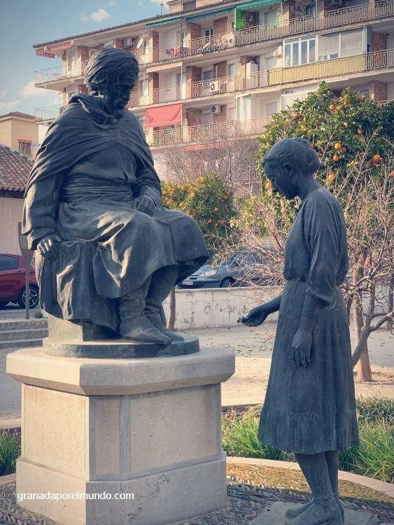 Monumento a Boabdil en la plaza del Palacio de Congresos